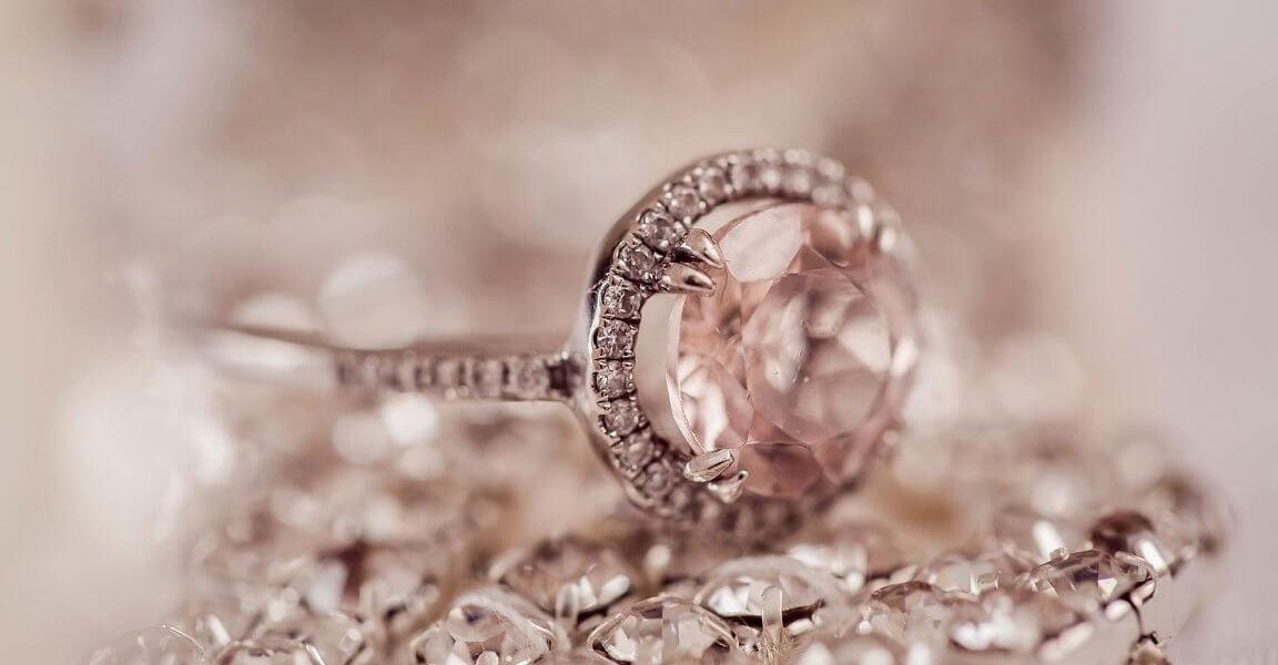 pierscionek z bialego zlota z diamentami
